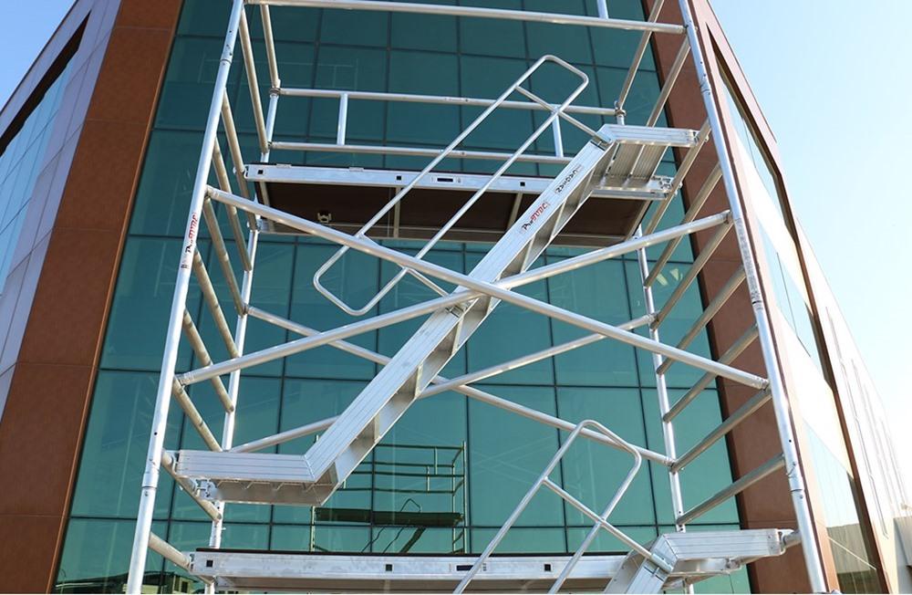 Profesionalne pokretne aluminijumske skele sa stepenicama