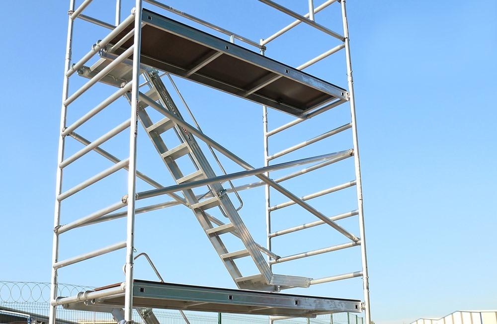 Profesionalne pokretne aluminijumske skele sa stepenicama Pro Tube L sa stepenicima